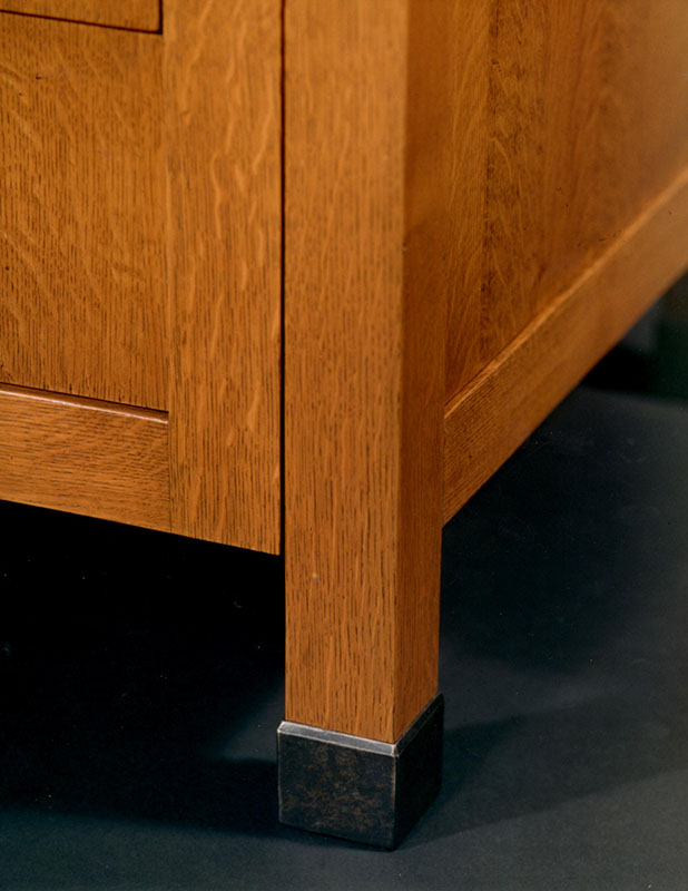 foot-detail-stickley-santa-fe-style-cabinet